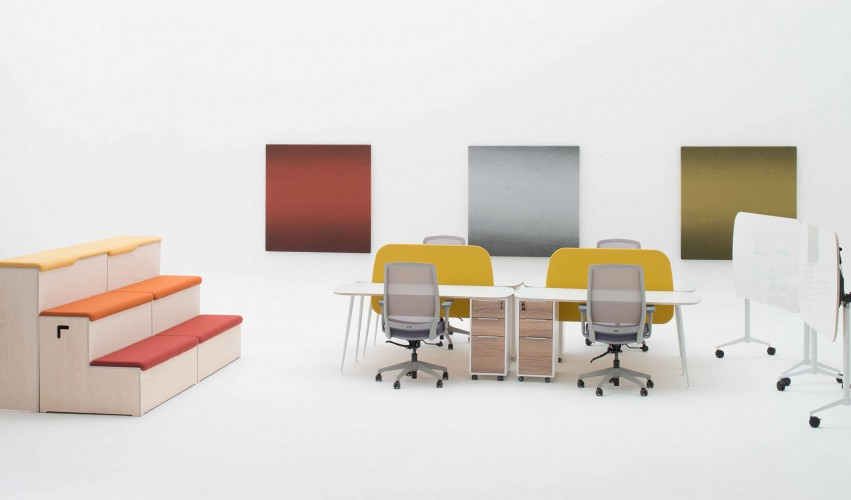 1-Ergoform_Amphi-seating.-Flip-up-Brainstorming-tables.-Block-acoustic-panels.-Agility-workstations