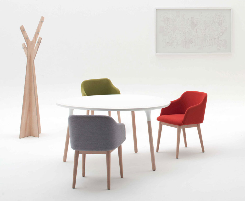 Ergoform Pebble meeting table with Spectre easy chairs